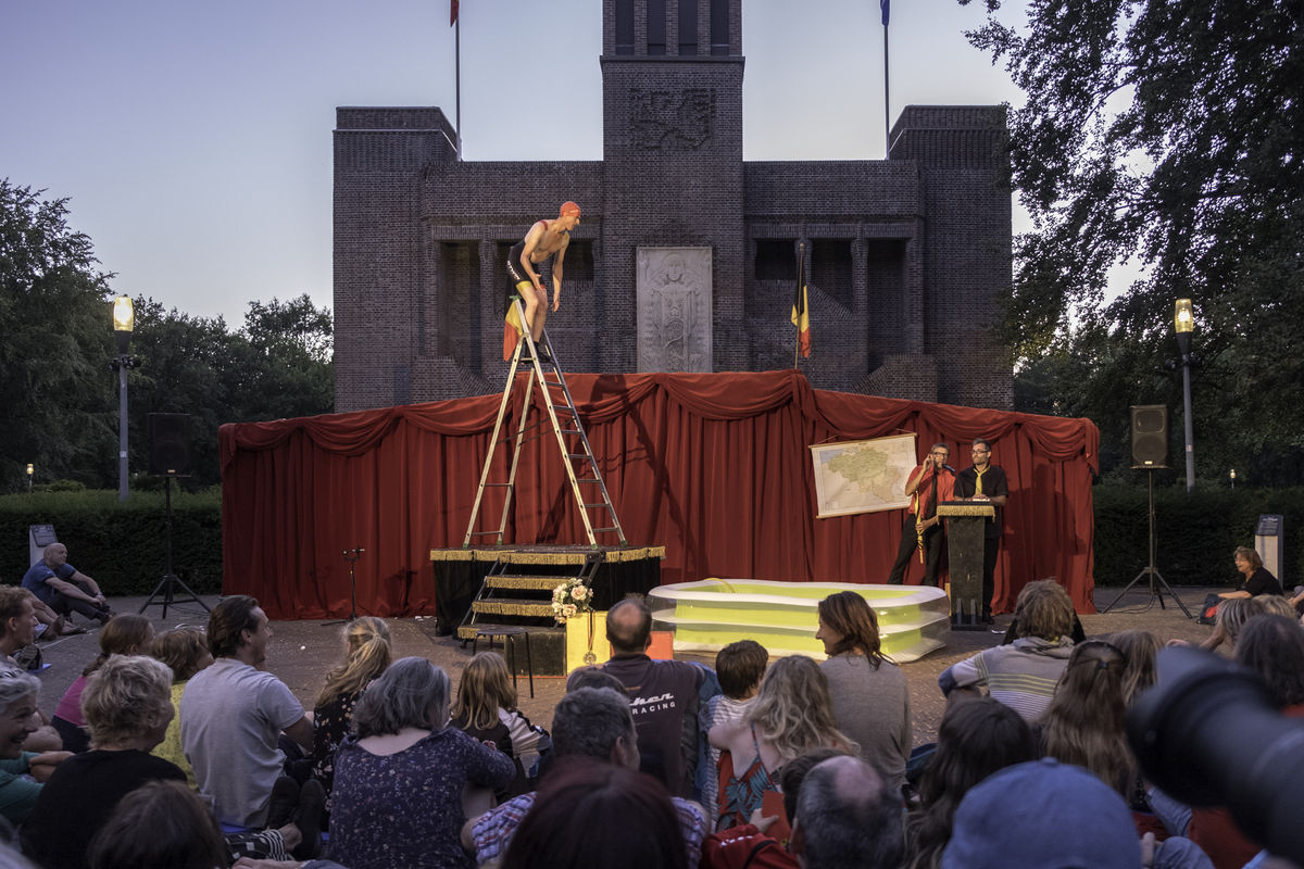 Heerlijk lachen bij het democratisch circus